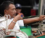 Tukang Becak Jago Facebook-an