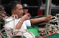 Tukang Becak Jago Facebook-an