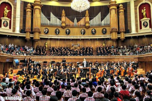 Menonton Konser Twilight Orchestra di Aula Simfonia Jakarta