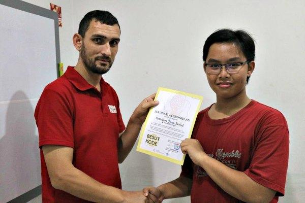 Yudhis menang Kompetisi Pemrograman Besut Kode 2016