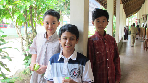 3 cowok ganteng - Yudhis Alif Raihan